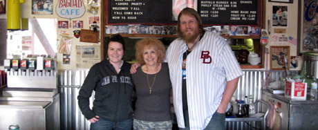 Selma and Louis posing with Andrea Pruett, the proprietor of Bagdad Café